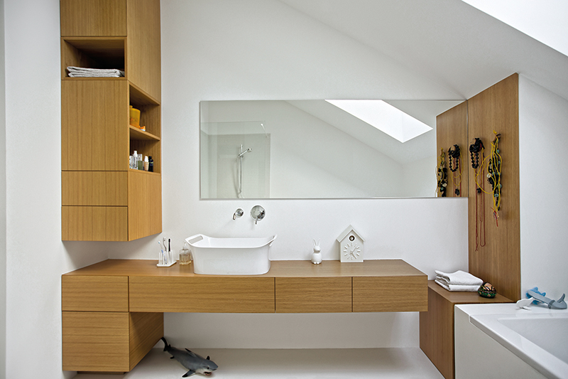Click to enlarge image 09.6bathroom2.jpg